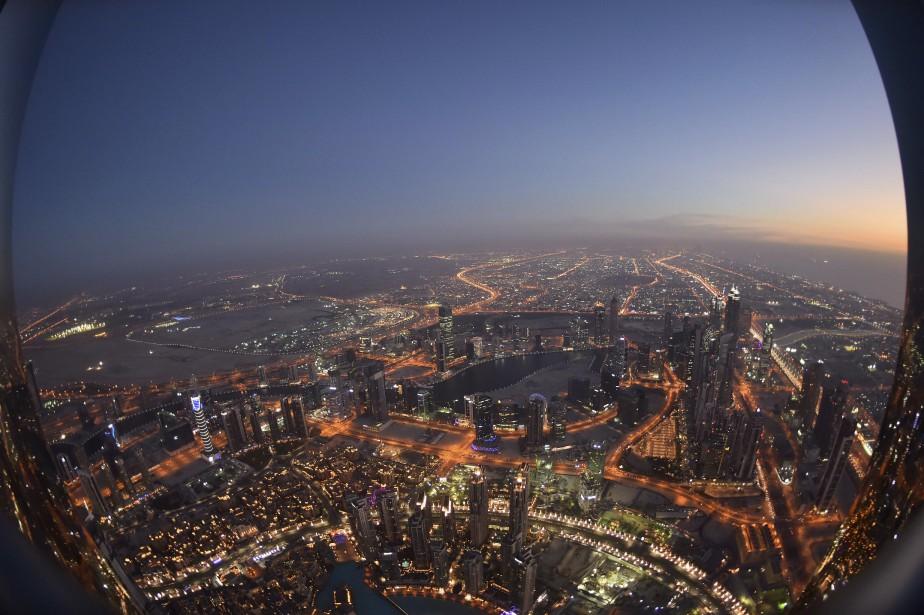Le Burj Khalifa, le plus haut édifice au monde à 828 mètres, donne une vue unique de Dubaï. | 17 mai 2017