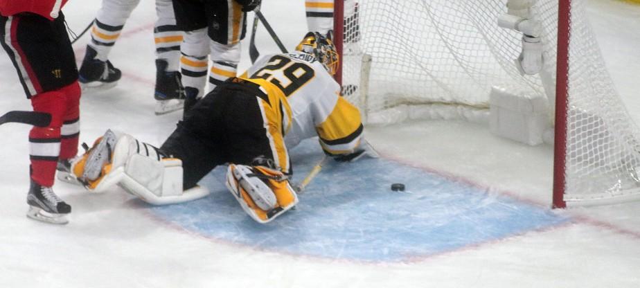 Le gardien de Penguins a été chassé du match en première période. | 17 mai 2017