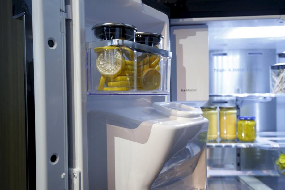 Sur la photo, un réfrigérateur connecté de Samsung.... (Photo Steve Marcus, archives REUTERS)