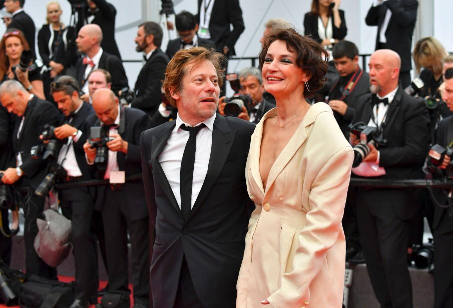 La chanteuse et actrice Jeanne Balibar et le réalisateur Mathieu Amalric présentent à Cannes un film sur  Barbara . | 18 mai 2017