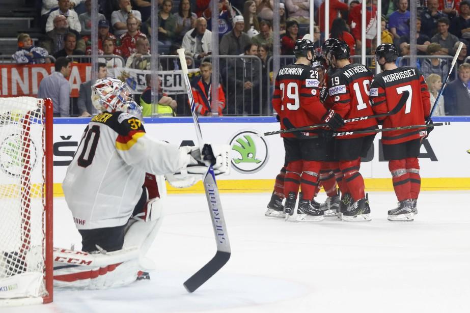 Le Canada a dû ignorer une foule bruyante et freiner une... (PHOTO REUTERS)