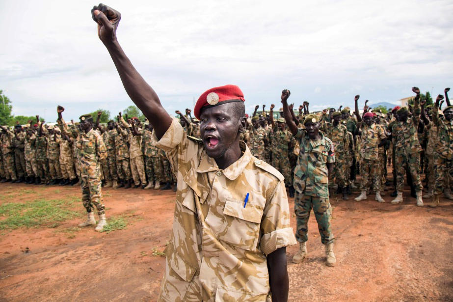 Des soldats de l'Armée populaire de libération du Soudan (APLS) se réunissent à Juba pour commémorer le Jour de l'APLS, en souvenir d'un groupe de soldats en 1983 qui ont fait une mutinerie et entraîné des décennies de guerre civile, résultant en la libération du Soudan du Sud en 2011.   18 mai 2017