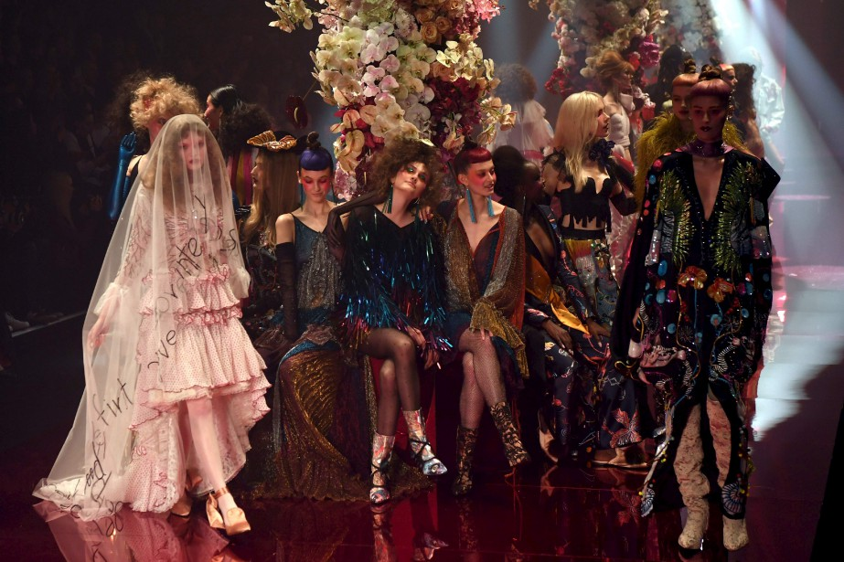 Les modèles exhibent des créations du label australien Romance Was Born durant la Fashion Week Australia, à Sydney. | 18 mai 2017