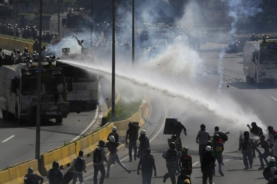 Le président Maduro a ordonné le déploiement de... (PHOTO AP)
