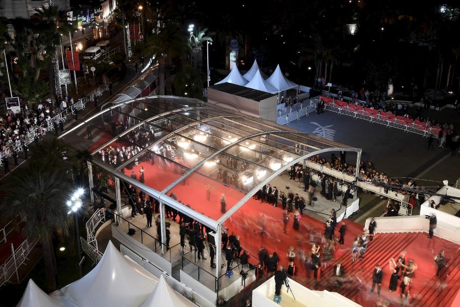 Vue du tapis rouge à l'arrivée de l'équipe du film  Mugen no Junin , du Japonais Takashi Miike (présenté hors compétition) | 18 mai 2017