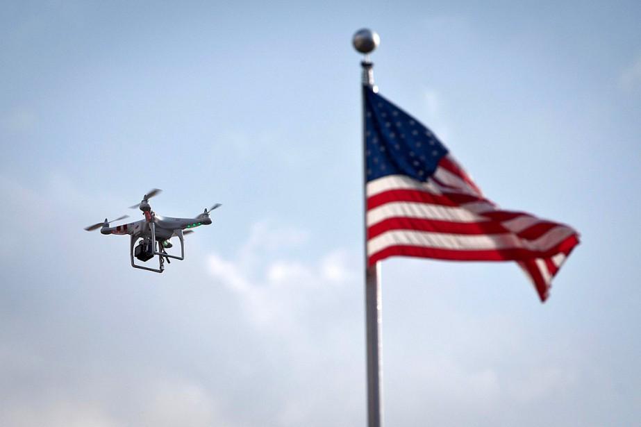 Les drones civils - des petits aéronefs sans... (Photo Carlo Allegri, archives REUTERS)