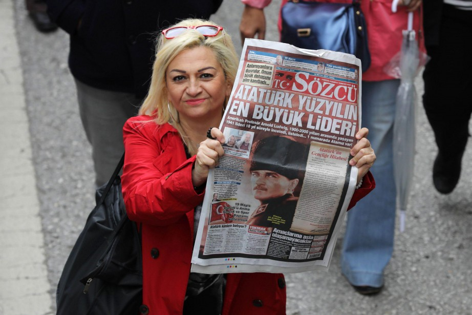 Sozcu, dont le nom signifie «porte-parole», très critique... (PHOTO AFP)