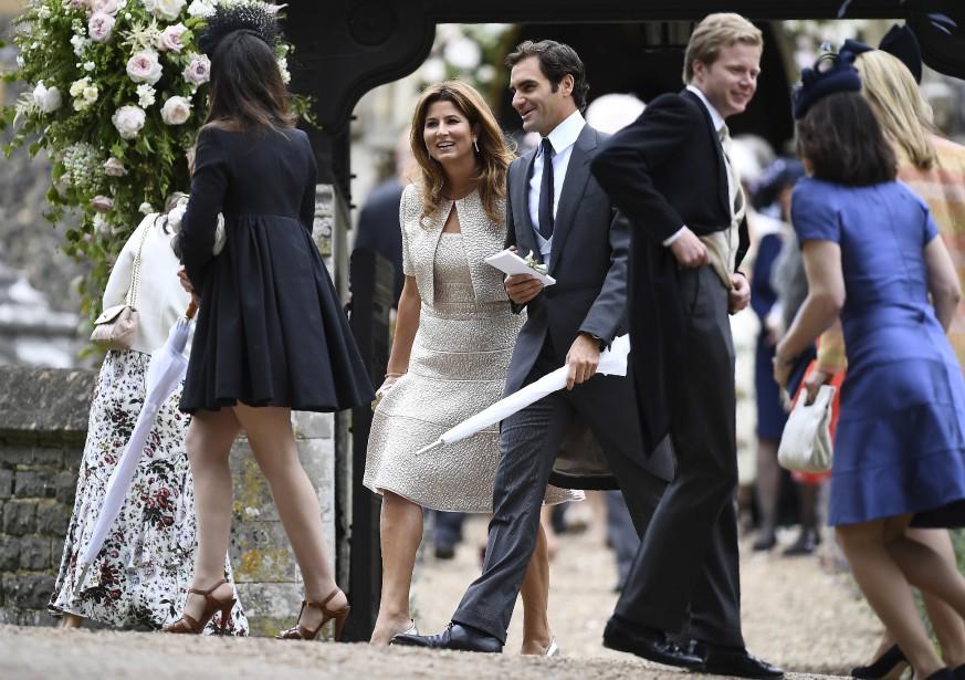 Le joueur de tennis vedette Roger Federer a asssité au mariage avec sa conjointe Mirka. (Justin Tallis/Pool Photo via AP)