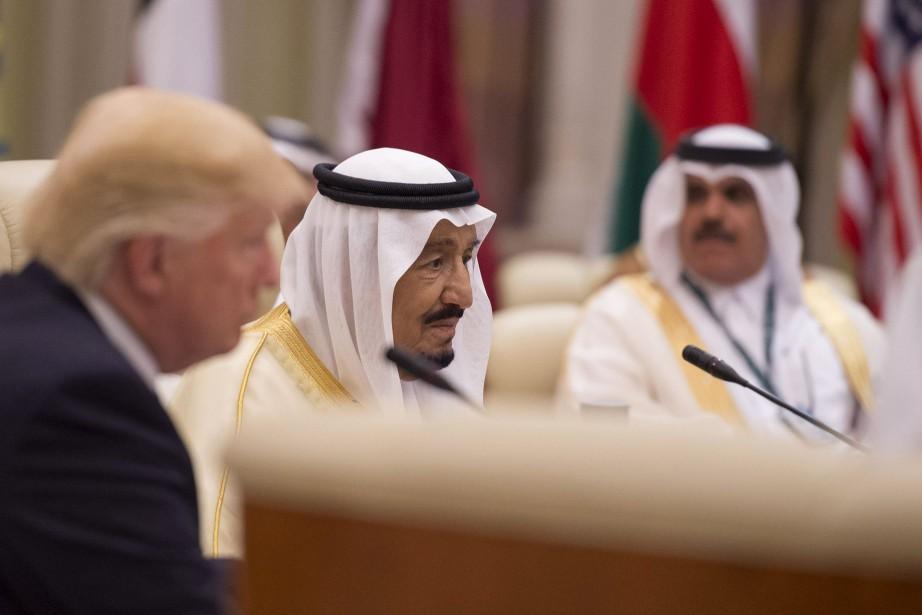 Le roi Salmane d'Arabie saoudite, au centre.... (Photo Agence France-Presse)