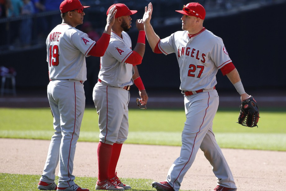 Jefry Marte, Luis Valbuena et Mike Trout... (photo Kathy Willens, AP)