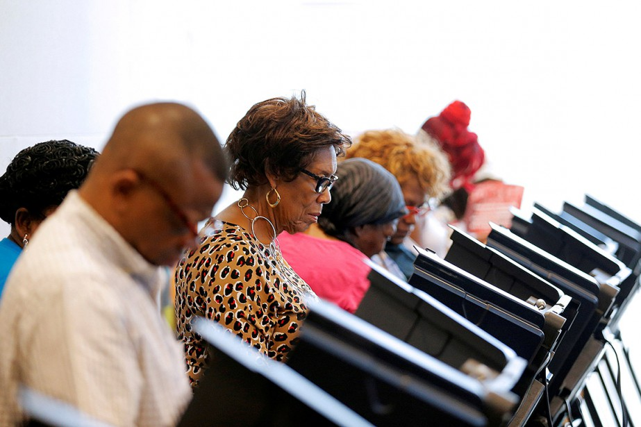 Sur cette photo, des électeurs de laCaroline du... (Chris Keane, REUTERS)