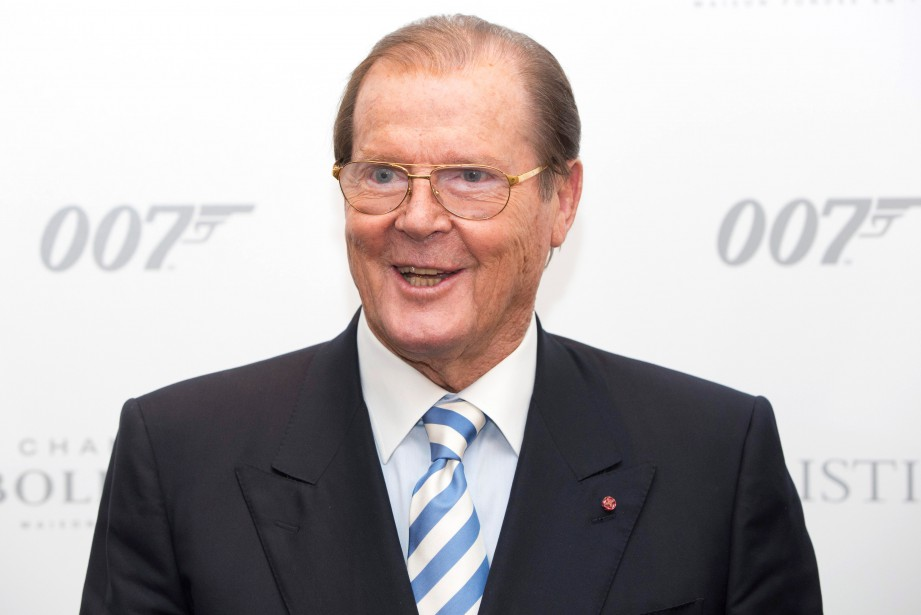 Roger Moore aux 50 ans de la franchise... (Photo Neil Hall, archives Reuters)