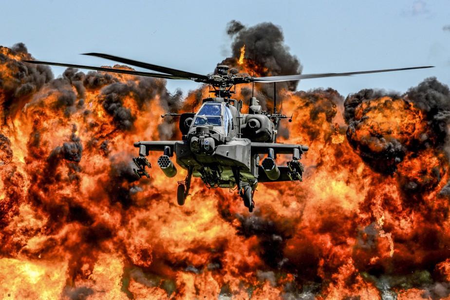 Le budget prévoit notamment l'achat de 70 avions... (PHOTO REUTERS)