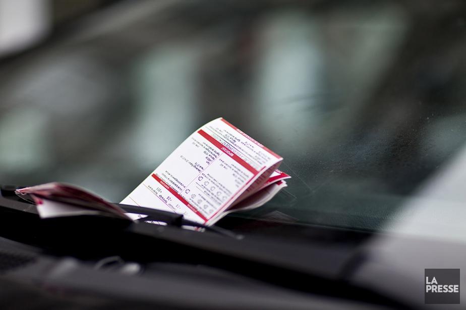 Les contraventions distribuées par les policiers et agents... (SARAH MONGEAU-BIRKETT, ARCHIVES LA PRESSE)