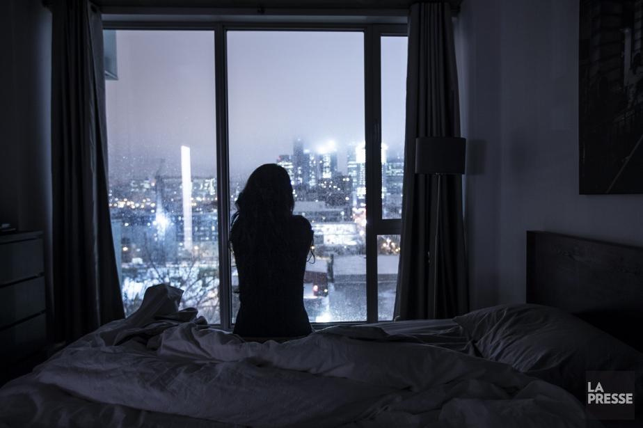 Les autorités médicales recommandent aux adultes de dormir... (PHOTO OLIVIER PONTBRIAND, archives LA PRESSE)