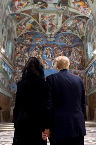 Le président américain Donald Trump et sa femme Melania admirent... | 2017-05-24 00:00:00.000