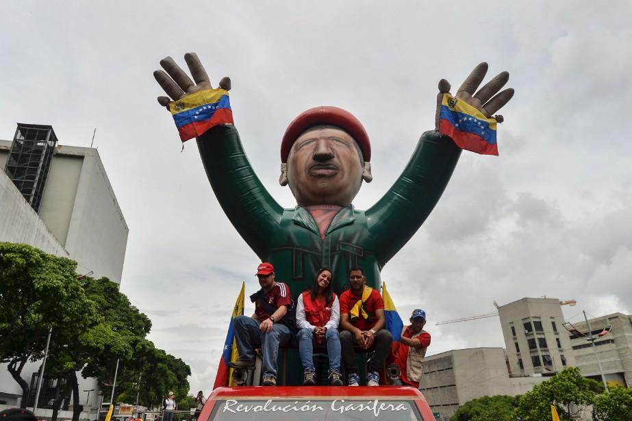 Des manifestants démontrent leur appui au président vénézuélien Nicolas Maduro, à Caracas. | 24 mai 2017