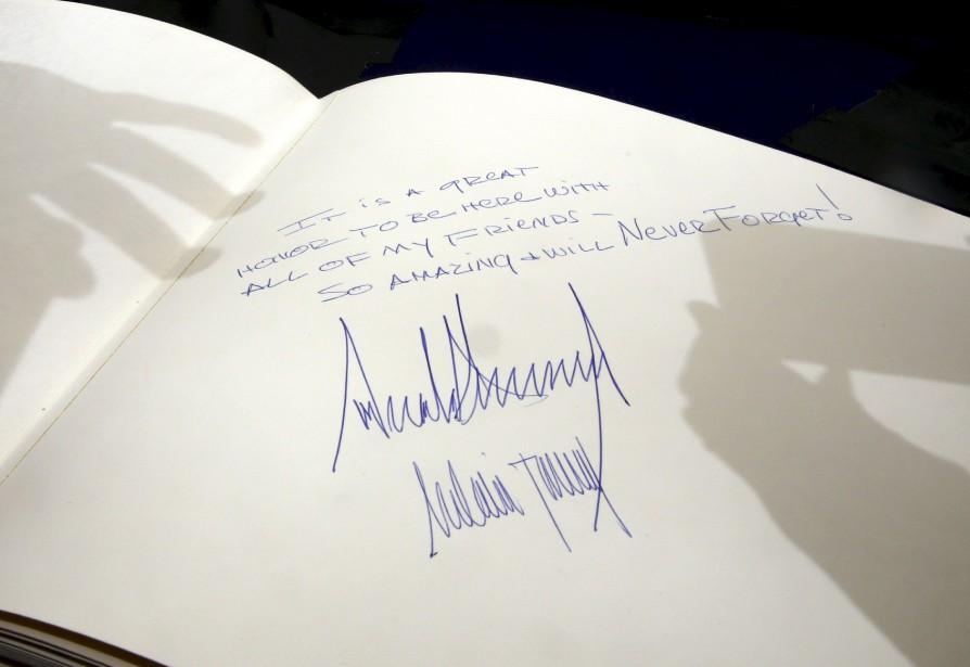 Le président américain Donanld Trump a récemment signé le livre des visiteurs du mémorial Yad Vashem en l'honneur des victimes de l'holocauste, à Jérusalem. | 24 mai 2017