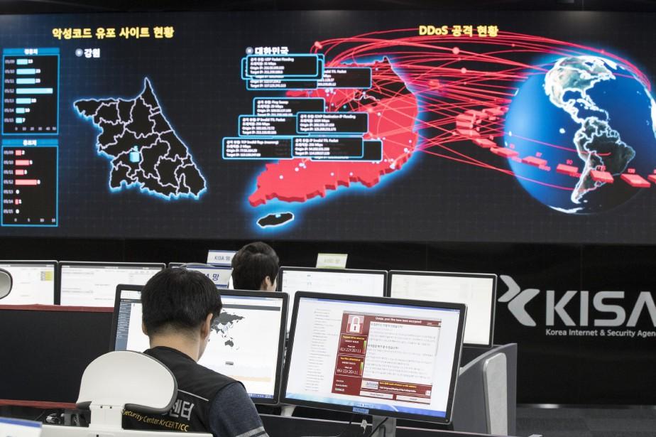 À Séoul, en Corée du Sud, des experts... (Photo Yun Dong-jin/Yonhap via AP)