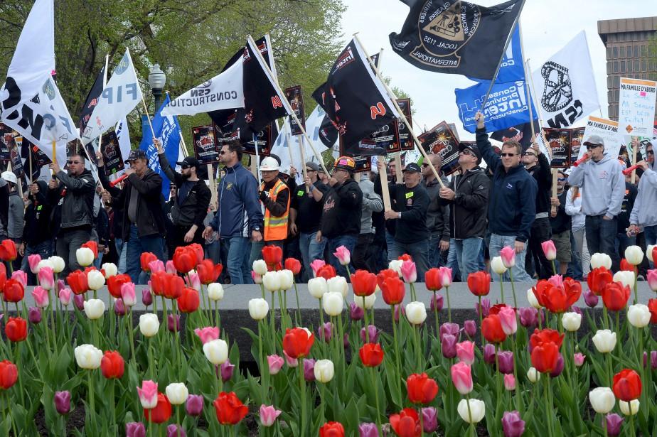 Les travailleurs de la construction ont manifesté dans les rues de Québec jeudi matin. (Le Soleil, Erick Labbé)