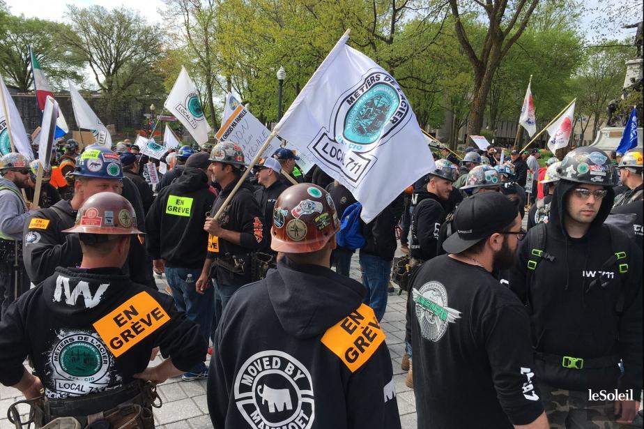 Une manifestation de travailleurs de la construction a... (PHOTO YAN DOUBLET, LE SOLEIL)