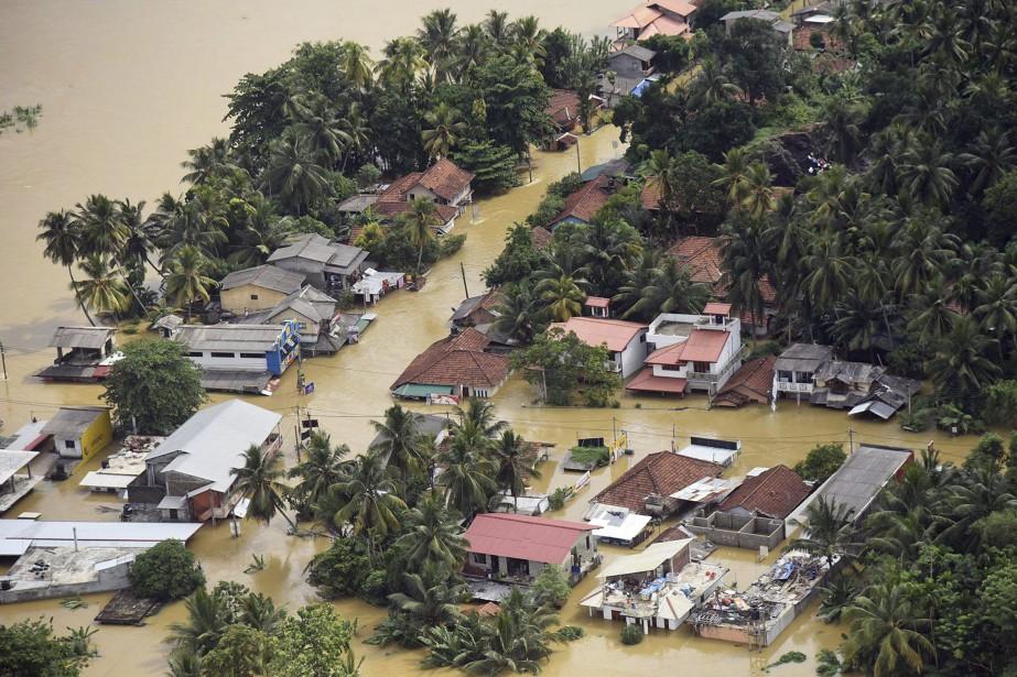 Au total, 600 000 personnes ont dû quitter... (Photo Sri Lanka Air Force via AP)