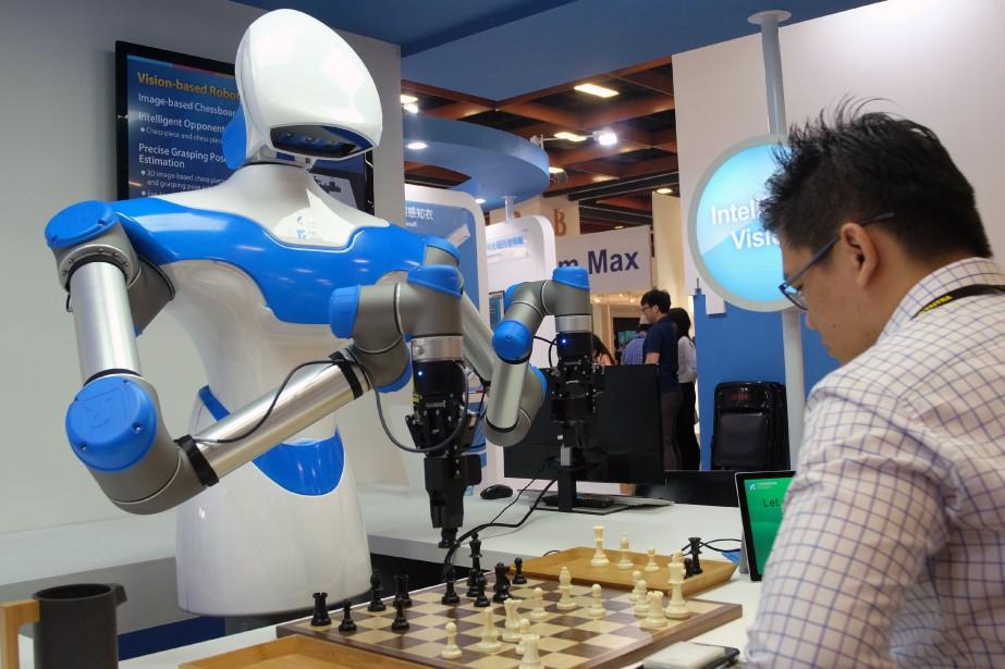 Le robot de grande dimension a fait impression... (AFP)