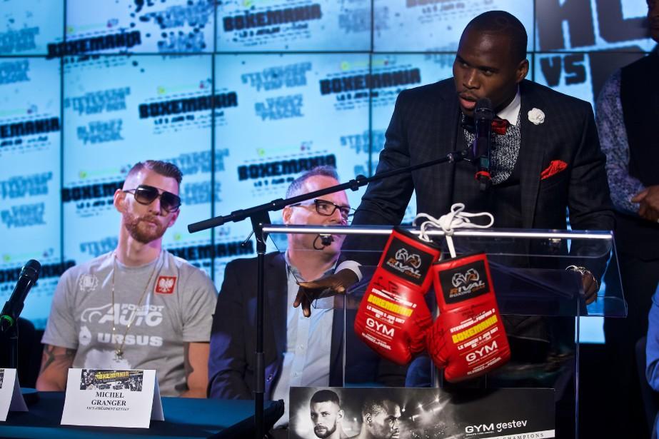 Adonis Stevenson prend le micro lors d'une conférence... (PHOTO ANDRÉ PICHETTE, LA PRESSE)