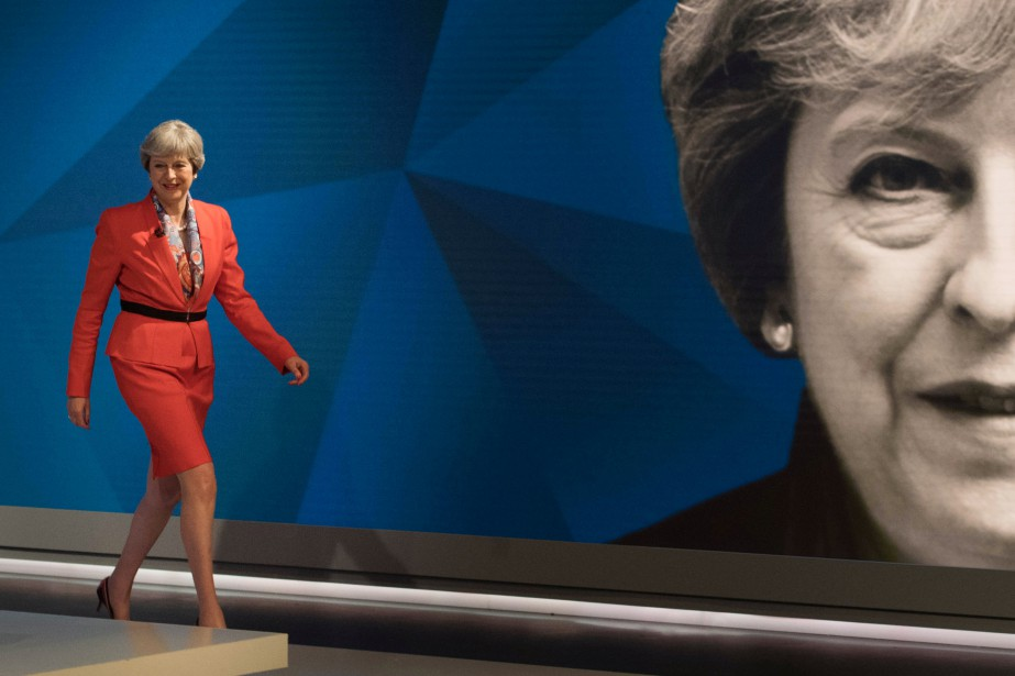 Theresa May... (Photo Stefan Rousseau, archives REUTERS)