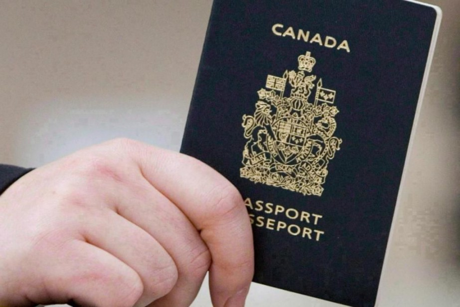 Quelque 60 000 passeports qui sont rapportés volés... (Photo Tom Hanson, archives la presse canadienne)