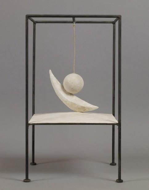 Alberto Giacometti,  Boule suspendue , 1930-1931. Plâtre, métal peint et ficelle, 60,6 x 35,6 x 36,1 cm   1 juin 2017