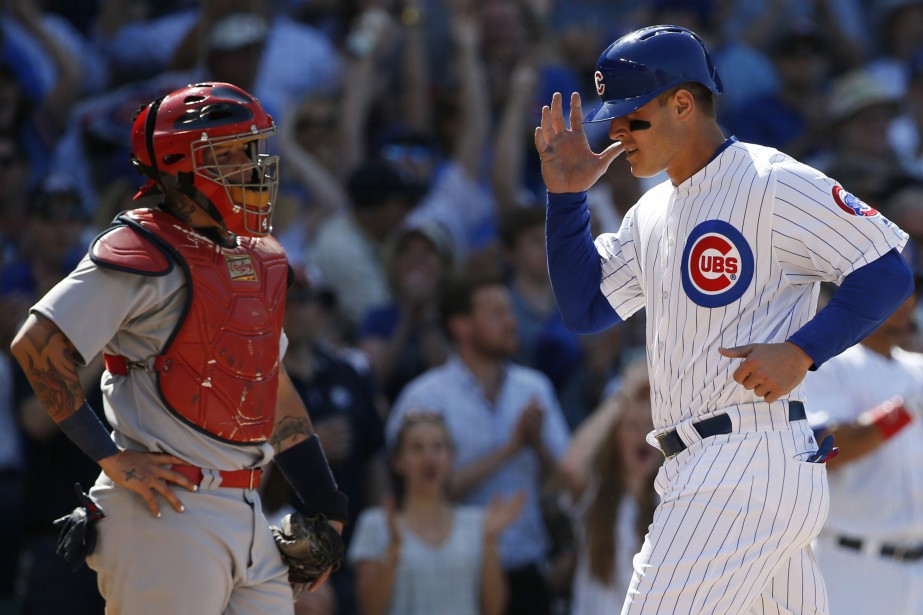 Anthony Rizzo croise le marbre sur le ballon-sacrifice... (Photo Nam Y. Huh, AP)