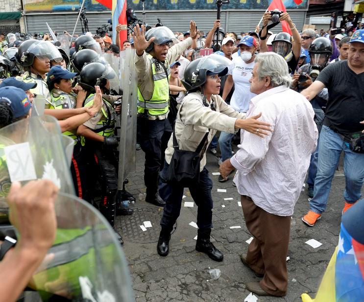 Le 13mai, des centaines de retraités sortent protester lors de la marche des «grands-parents» et provoquent quelques bousculades avec les policiers. La manifestation finira dispersée. | 2 juin 2017