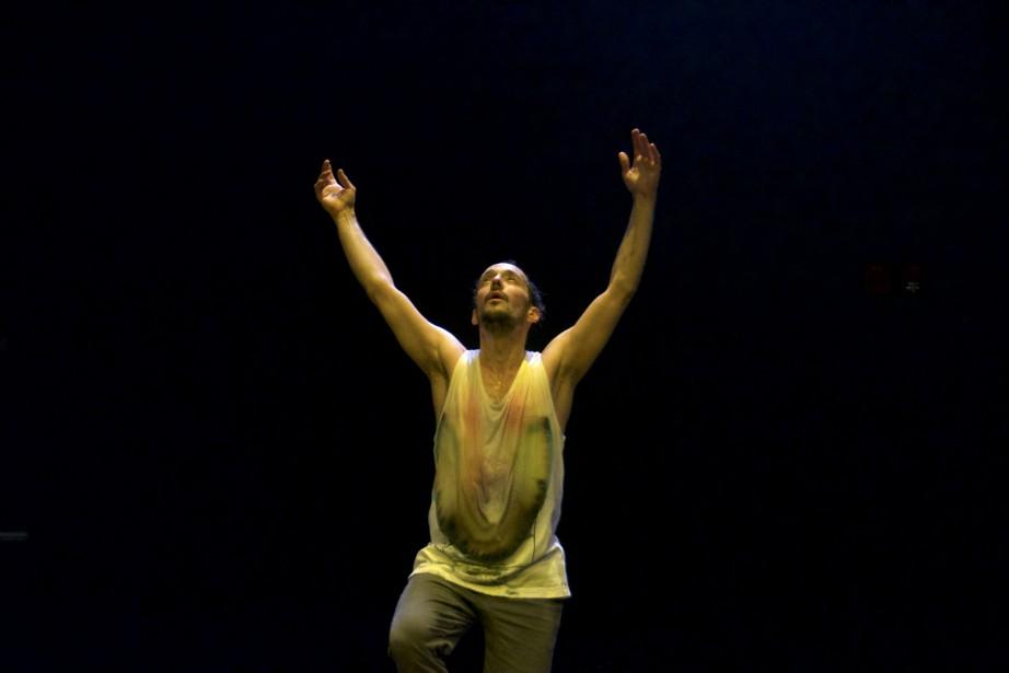 Comment danser et disparaître en même temps? Manuel... (Photo fournie par le FTA)