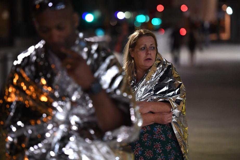 Une femme quitte les lieux de l'attaque du pont de Londres le regard inquiet. (Photo Chris J Ratcliffe, Agence France-Presse)