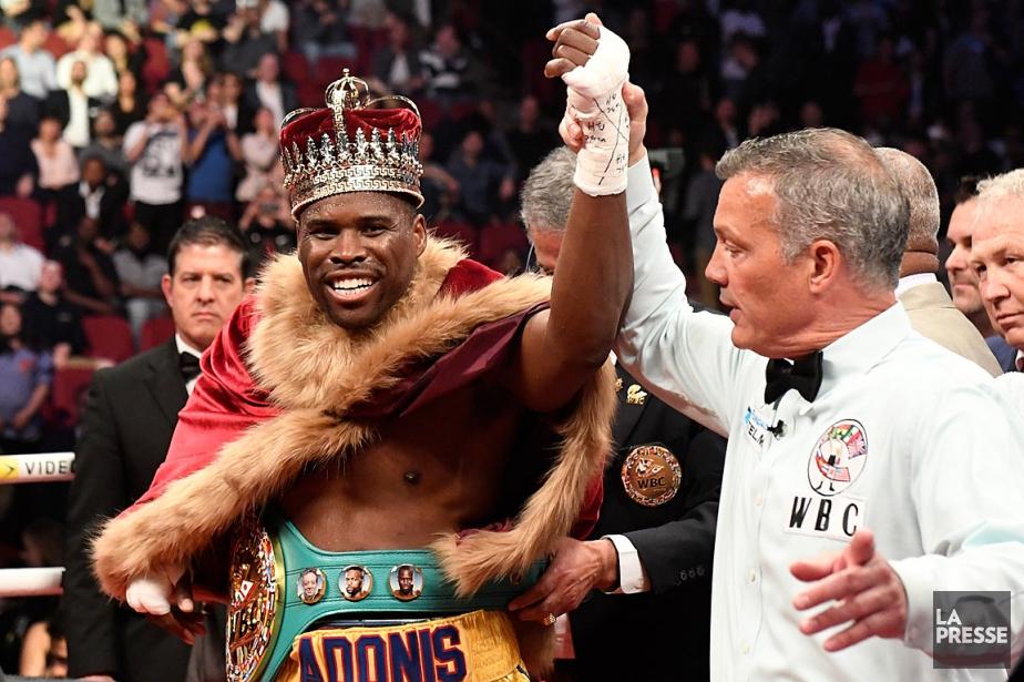 Adonis Stevenson portait une couronne à la suite... (PHOTO BERNARD BRAULT, LA PRESSE)