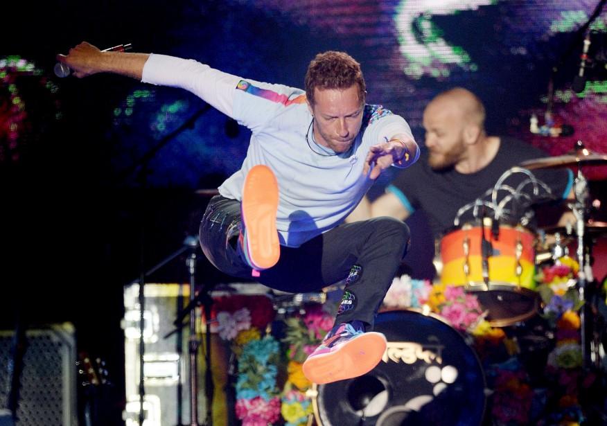 Chris Martin de Coldplay a repris la chanson d'Oasis devenue un hymne de résistance  Don't Look Back in Anger  en compagnie de l'hôte de l'événement, Ariana Grande.  | 4 juin 2017