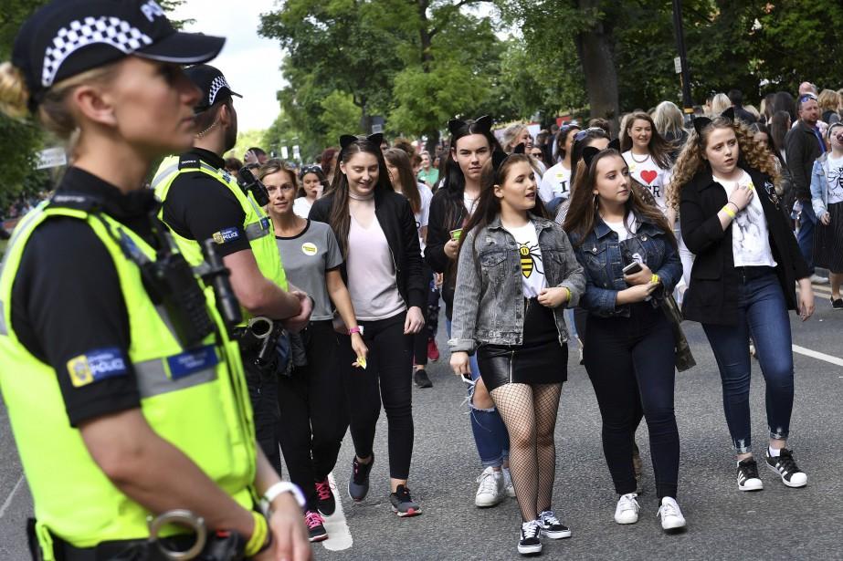 Un impressionnant dispositif de sécurité, avec des policiers lourdement armés, a été déployé autour du lieu du concert. | 4 juin 2017