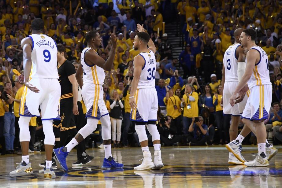 Stephen Curry a réussi un triple double en récoltant 33... (PHOTO REUTERS)