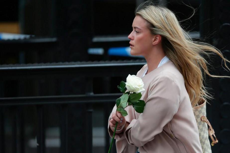 Les Londoniens affichaient massivement hier cette résilience dont... (PHOTO AFP)