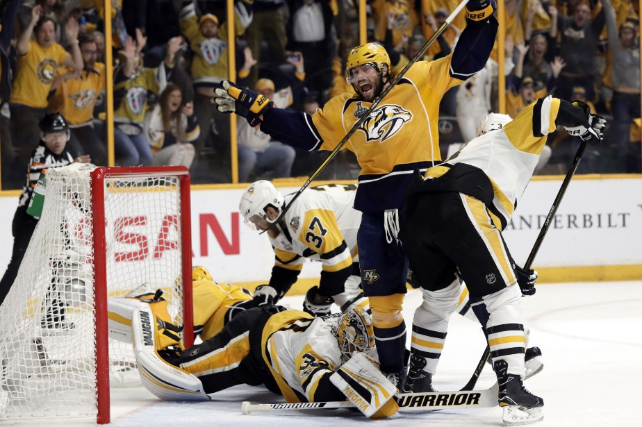 Les Predators de Nashville et les Penguins de Pittsburgh se sont... (PHOTO AP)