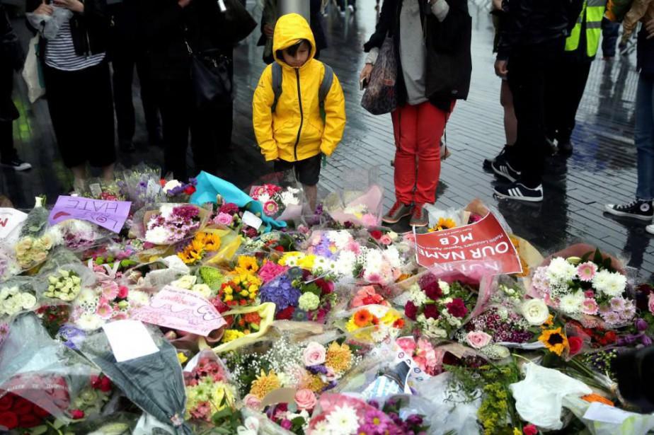 Les Londoniens ont de nouveau rendu hommage aux... (PHOTO AP)