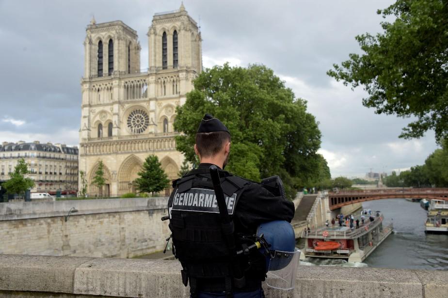 Notre-Dame, située en plein coeur du Paris touristique,... (PHOTO AFP)