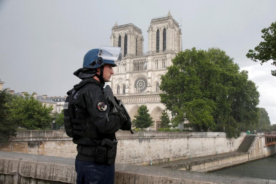 «La présence de policiers partout me rassure quand... (REUTERS)