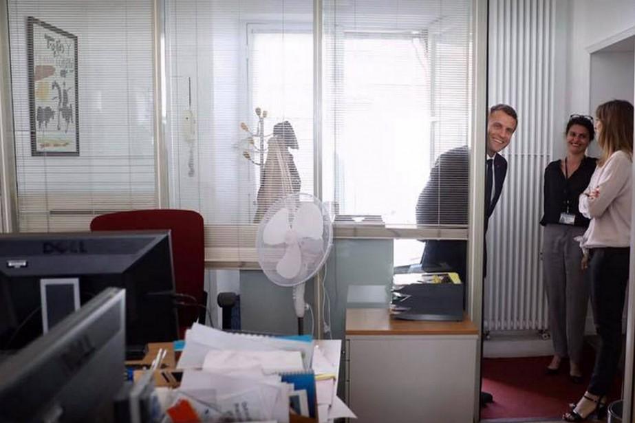 Le président français Emmanuel Macron a rendu visite... (PHOTO TIRÉE DU COMPTE FACEBOOK D'EMMANUEL MACRON)