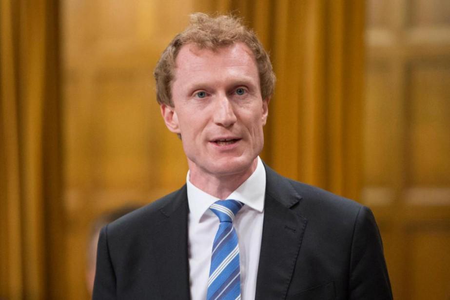 Le député fédéral Marc Miller a prononcéune allocution... (PhotoAdrian Wyld, La Presse canadienne)