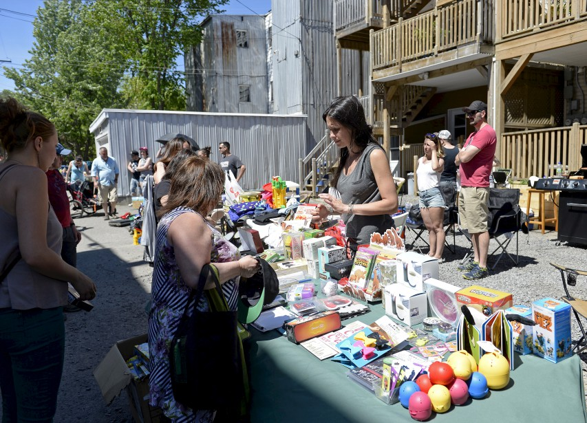 Le Grand bazar a envahi les ruelles de Limoilou, samedi.... | 2017-06-10 00:00:00.000