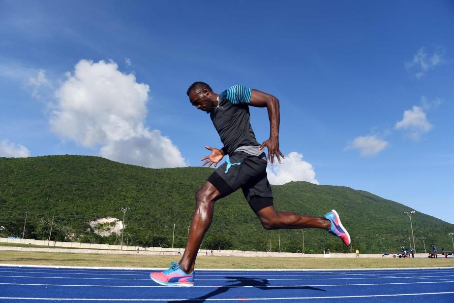 Usain Bolt a devancéses compatriotes Jevaughn Minzie et... (Photo Jewel SAMAD, AFP)