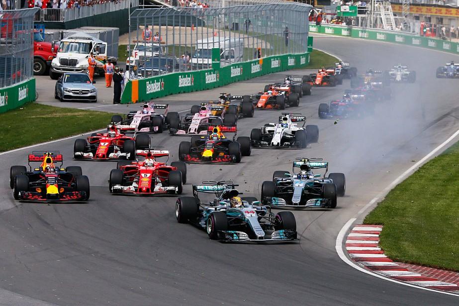 Lewis Hamilton (44) a su conserver sa première... (PHOTO CHRIS WATTIE, REUTERS)