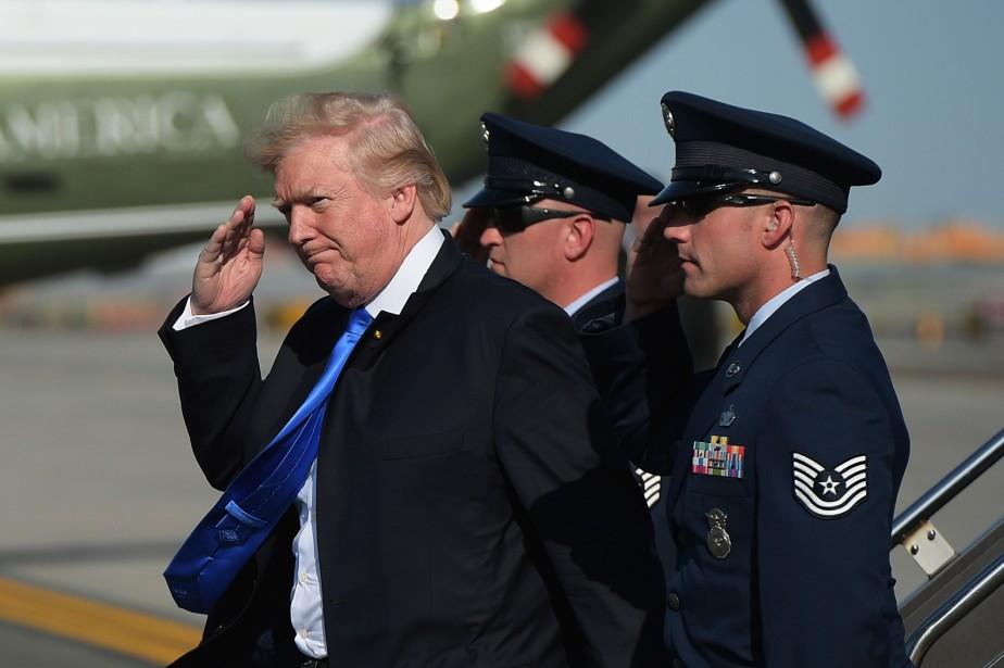 Donald Trump à son arrivée à l'éroport de... (PHOTO AFP)